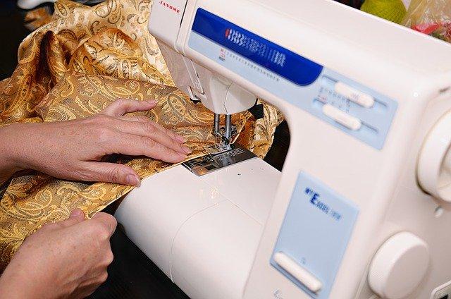 ilustrasi menjahit baju made by order